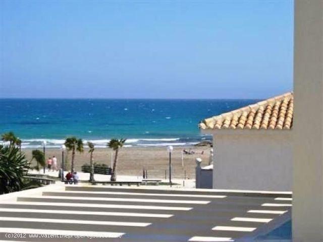ea_02_detached_playa_flamenca_beachside_front_line