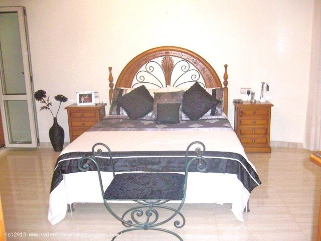 ea_05master_bedroom_and_ensuite_1_138072262011