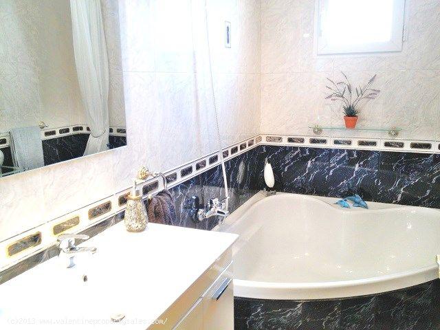 ea_4downstairs_bathroom_1jpg_138072262013