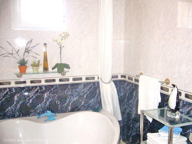 ea_4downstairs_bathroom_2_138072262012