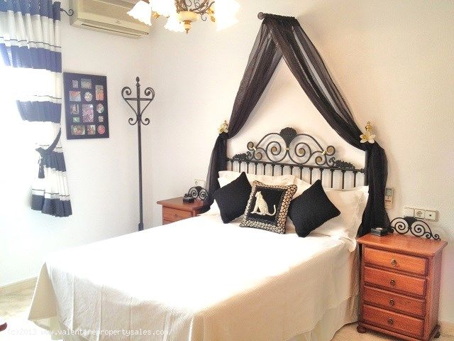 ea_7downstairs_bedrooms_1jpg_13807226185