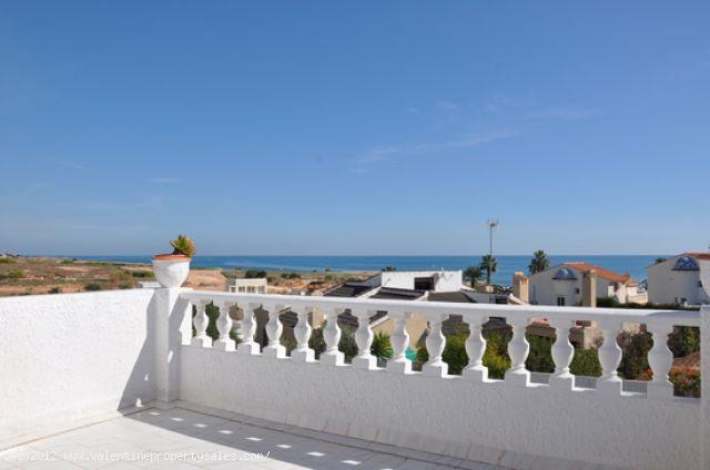 ea_chalet_playa_flamenca_15_13443542671