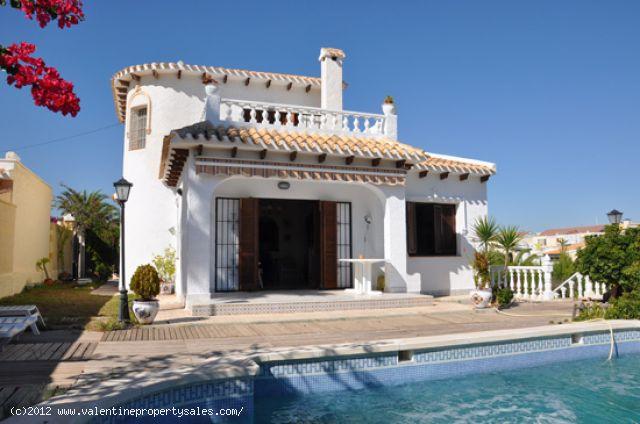 ea_chalet_playa_flamenca_1_13443543712