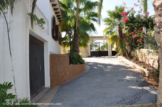 ea_chalet_playa_flamenca_2_134435427317