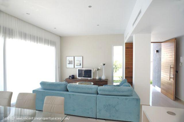 ea_la_siesta_sun_villa_lounge_1_150963783811
