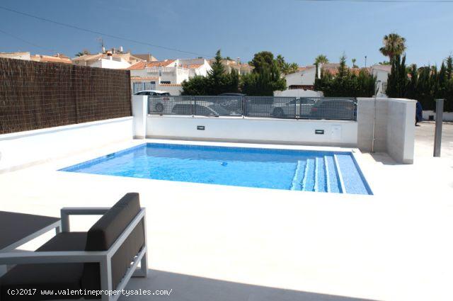 ea_la_siesta_sun_villa_pool_view_1_15096378387