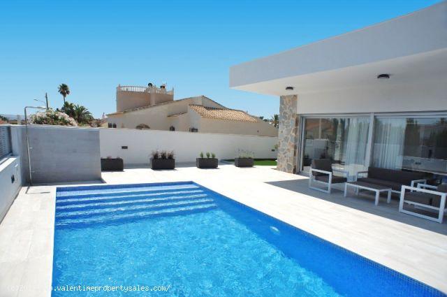 ea_la_siesta_sun_villa_pool_view_3_15096378385