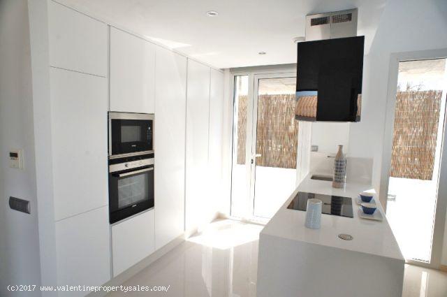 ea_la_siesta_sun_villa_t1_kitchen_2_15096377133