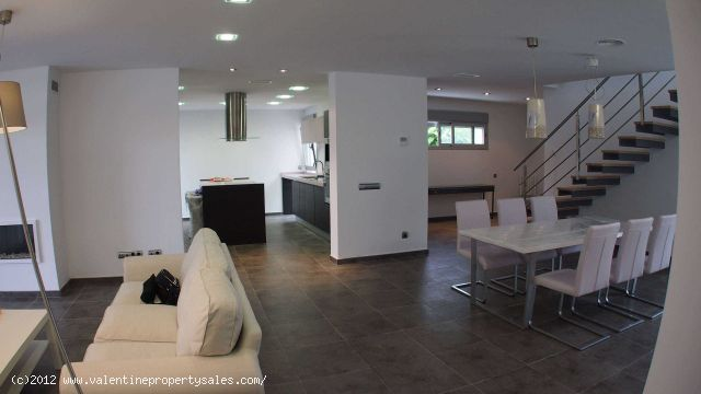 ea_luxury_villa_for_sale_cabo_roig_200_mtrs_to_the