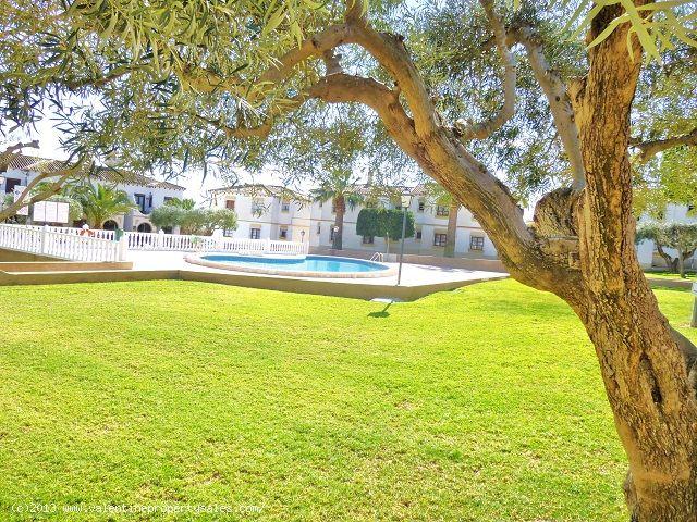 ea_pool_area_el_mirador_1jpg_13623136583