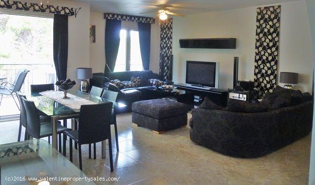 ea_villamartin_plaza_duplex_apartment_for_sale_1jp
