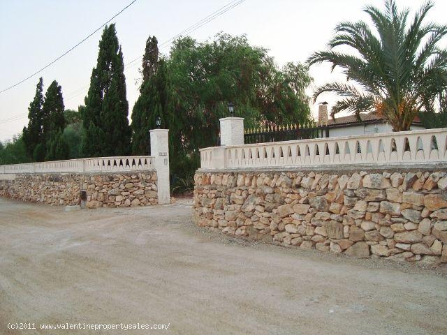 ea_walled_electric_gated_entrance_finca_el_altet_a